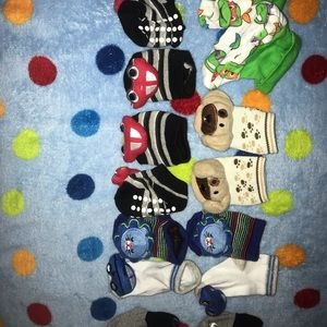 Newborn mittens, socks and little hats